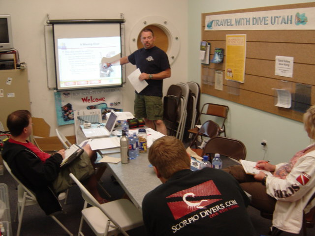 Knowledge Development presentation by Tim Williams in a PADI Instructor Development Course