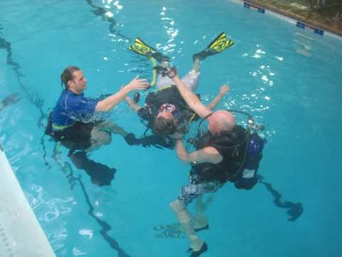 Unresponsive diver at the surface, part of PADI Rescue Diver training